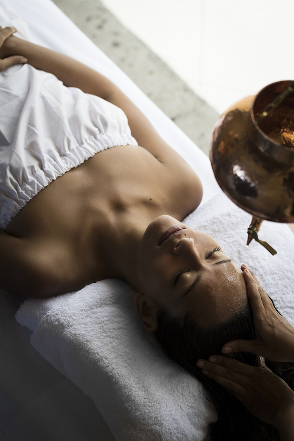 The Shirodhara treatment at the Remissiō spa