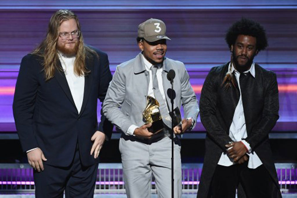 Chance the Rapper with his awards (photo c/o AFP)