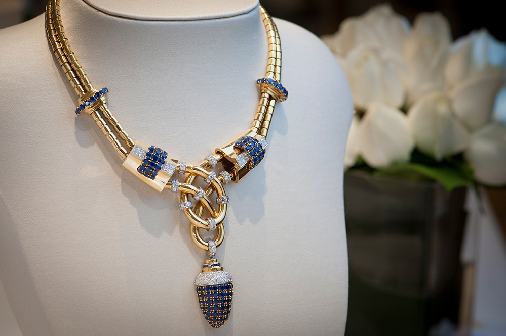 Necklace in two gold chains (Courtesy: Boucheron)