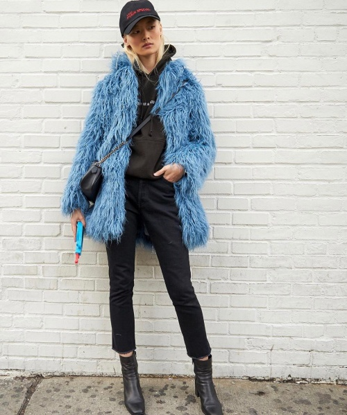 A statement blue fur coat (photo c/o @markiantosca)