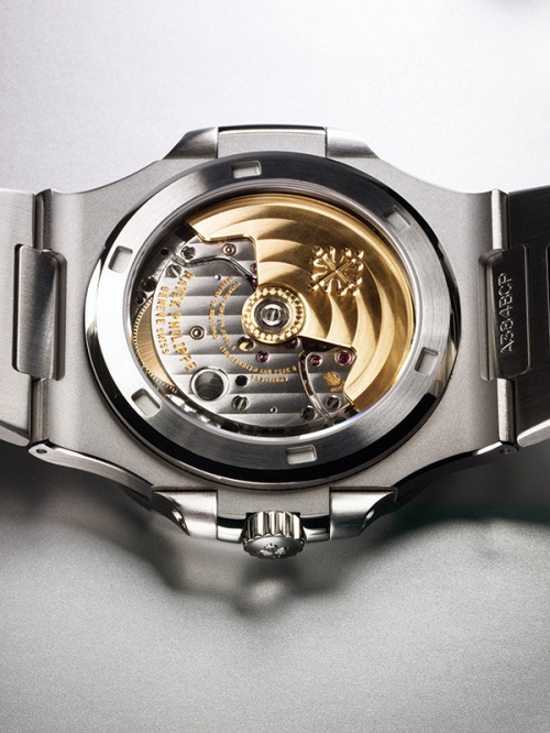 The transparent caseback and selfwinding movement