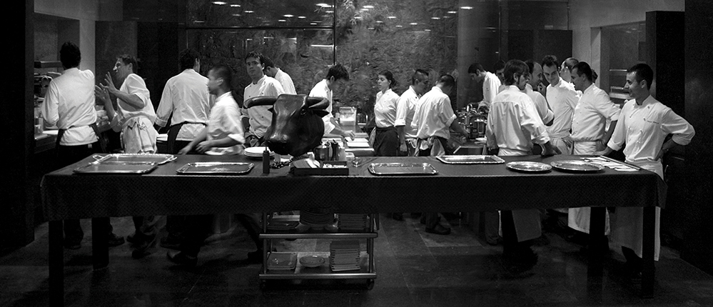 The kitchen and serving area at El Bulli (Credit: Francesc Guillamet, courtesy of Phaidon)