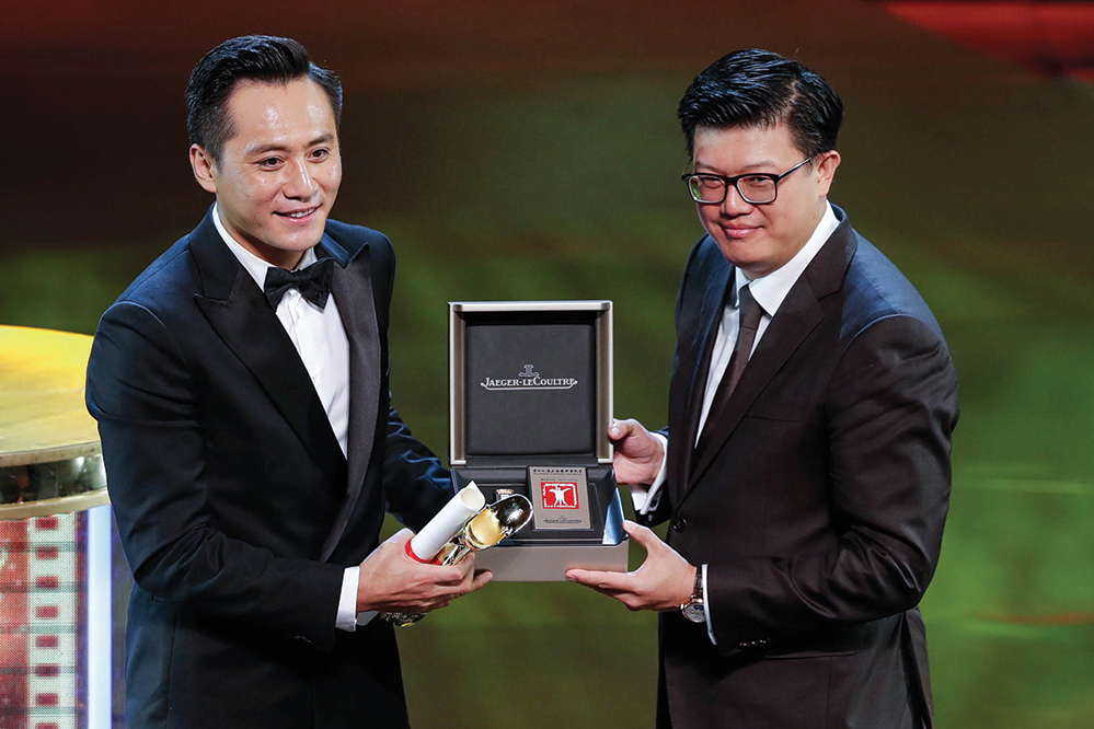 Liu Ye recieves the Golden Goblet Award for Best Actor at the Shanghai International Film Festival