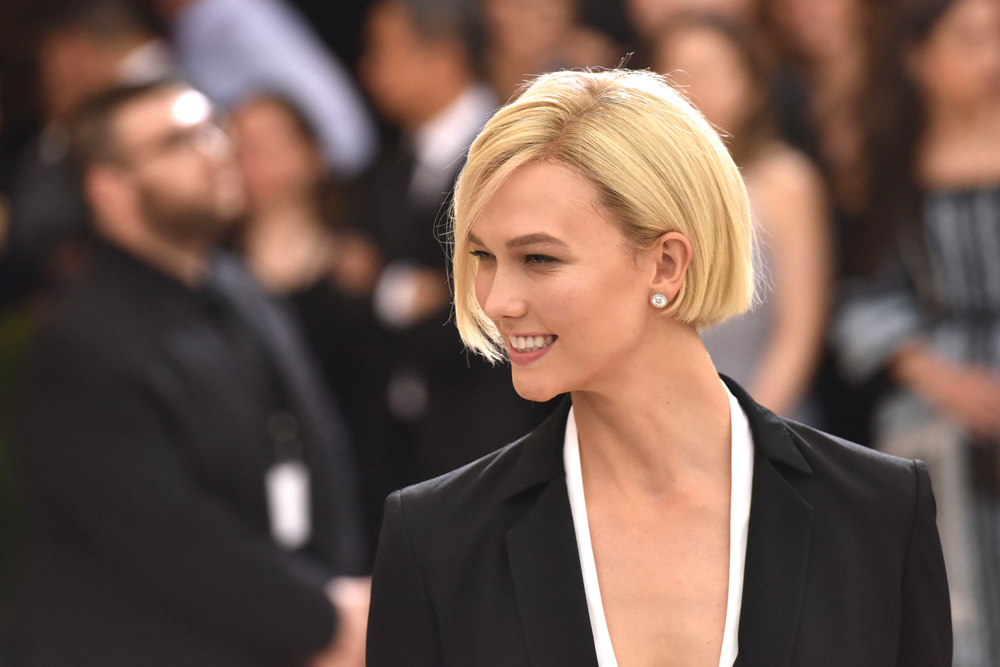 Karlie Kloss shows off her power-bob at the Met Gala | @karliekloss
