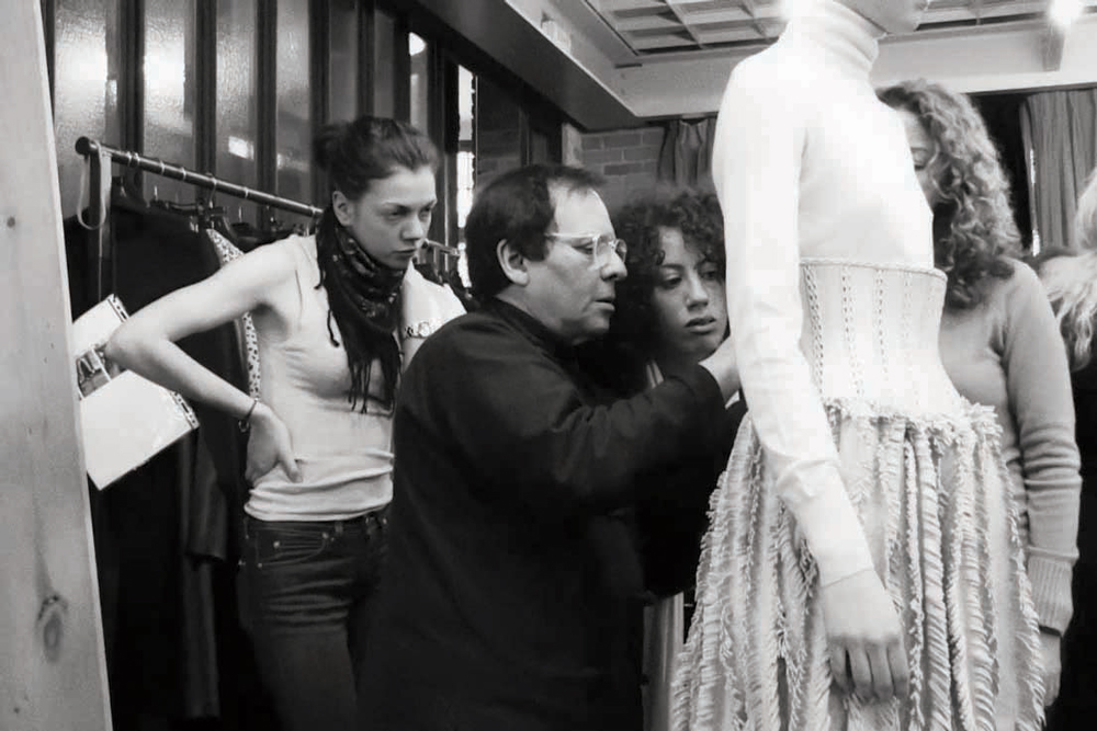 A look at designer azzedine ala a hashtag legend for Designer alaia azzedine