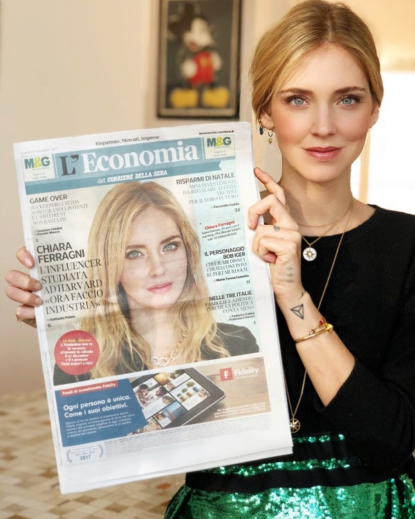 Ferragni holding a copy of the Italian newspaper that broke the news of her career development (from Instagram)