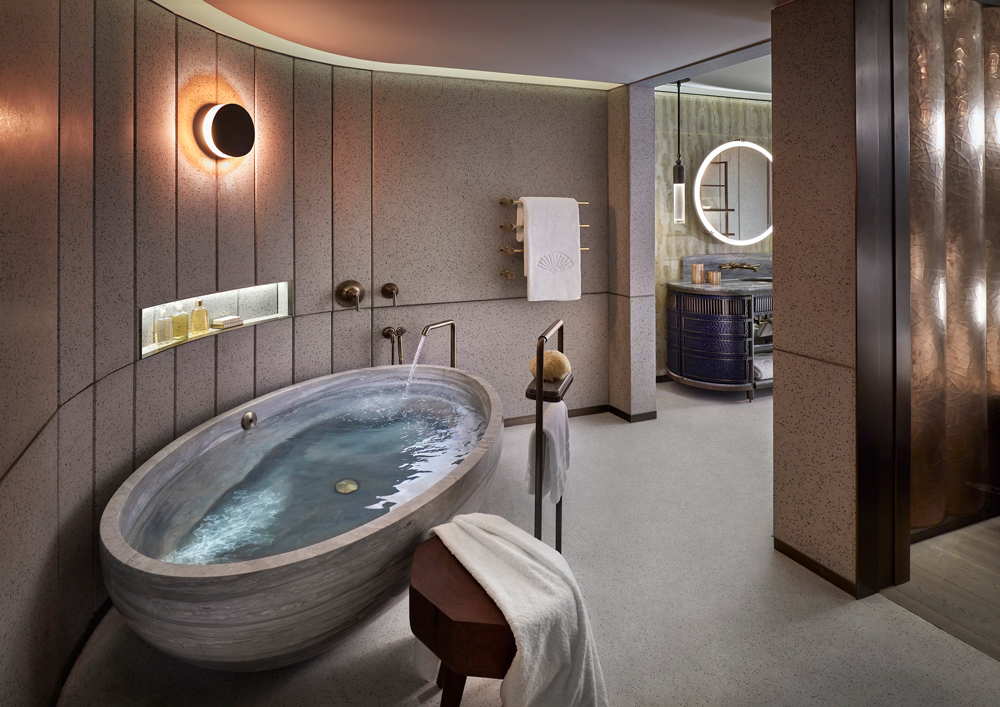 The bath of our dreams in the Entertainment Suite