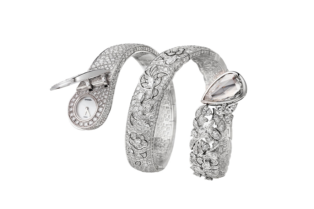 Dentelle secret watch in 18k white gold set with fancy-cut diamonds