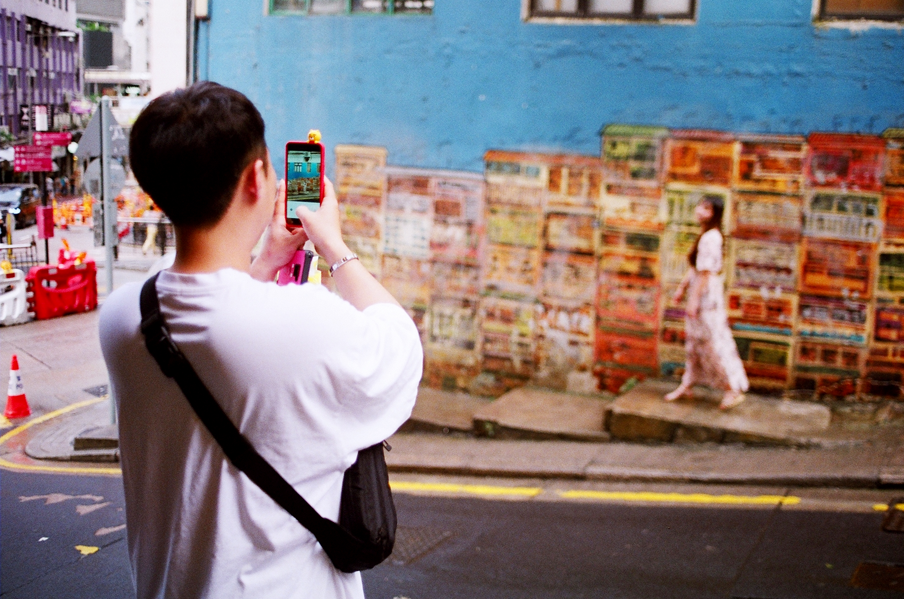 Couples working in tandem to get the perfect Insta