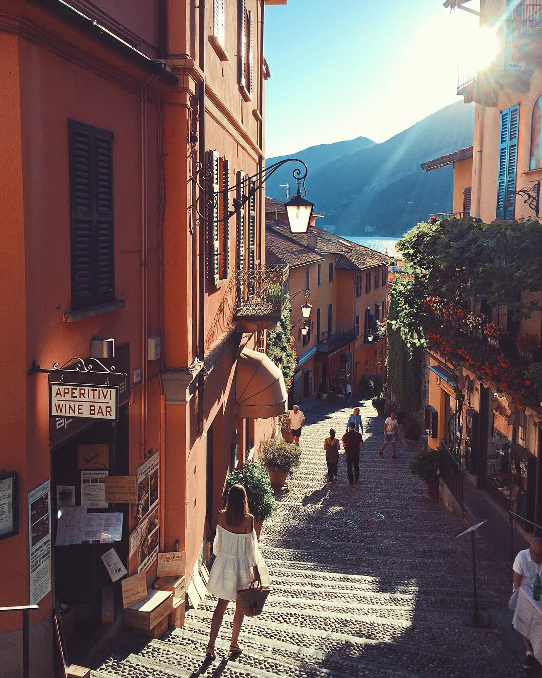 The streets of Bellagio's old town (Photo: @tuulavintage)