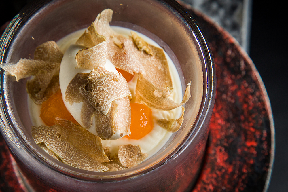 Pana Cotta with white truffle ice cream (Photo: Takum)