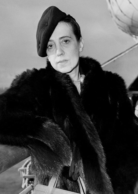Parisian fashion designer Elsa Schiaparelli (1890-1973) in 1937 (Photo by AFP)