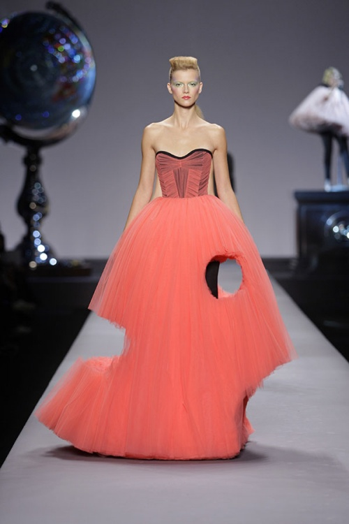 Viktor&Rolf Ready To Wear Collection spring/summer 2010 (Credit: Team Peter Stigter)