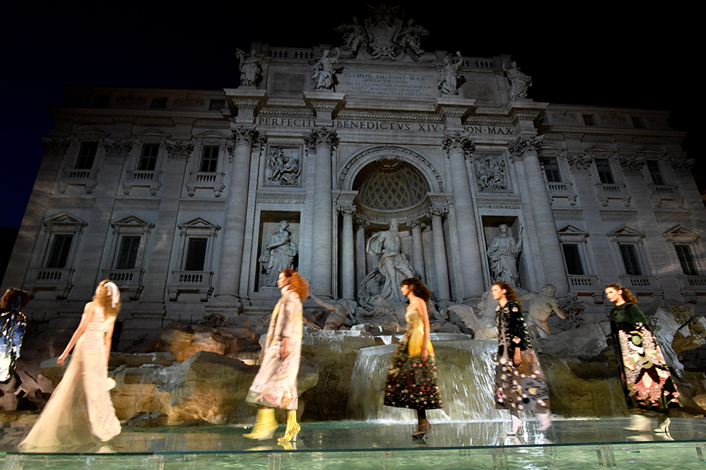 Models present creations by Fendi during a fashion show at the Trevi Fountain in Rome on July 7, 2016 to celebrate the 90th anniversary of the fashion house (Credit: AFP PHOTO)