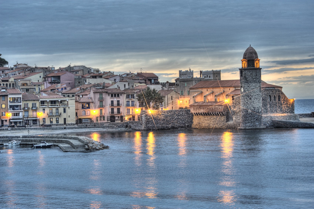 Sunset at the French coastal village of Collioure (Credit: jeangill / Istock.com)