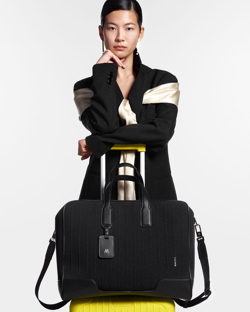 RIMOWA Never Still lifestyle_Weekender Black_Essential Saffron